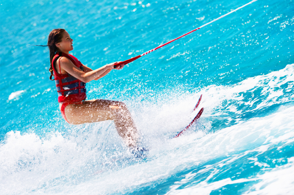 https://tahititourisme.com.br/wp-content/uploads/2017/08/ACTIVITES-NAUTIQUES-Tahiti-WaterSports-Center-3.jpg
