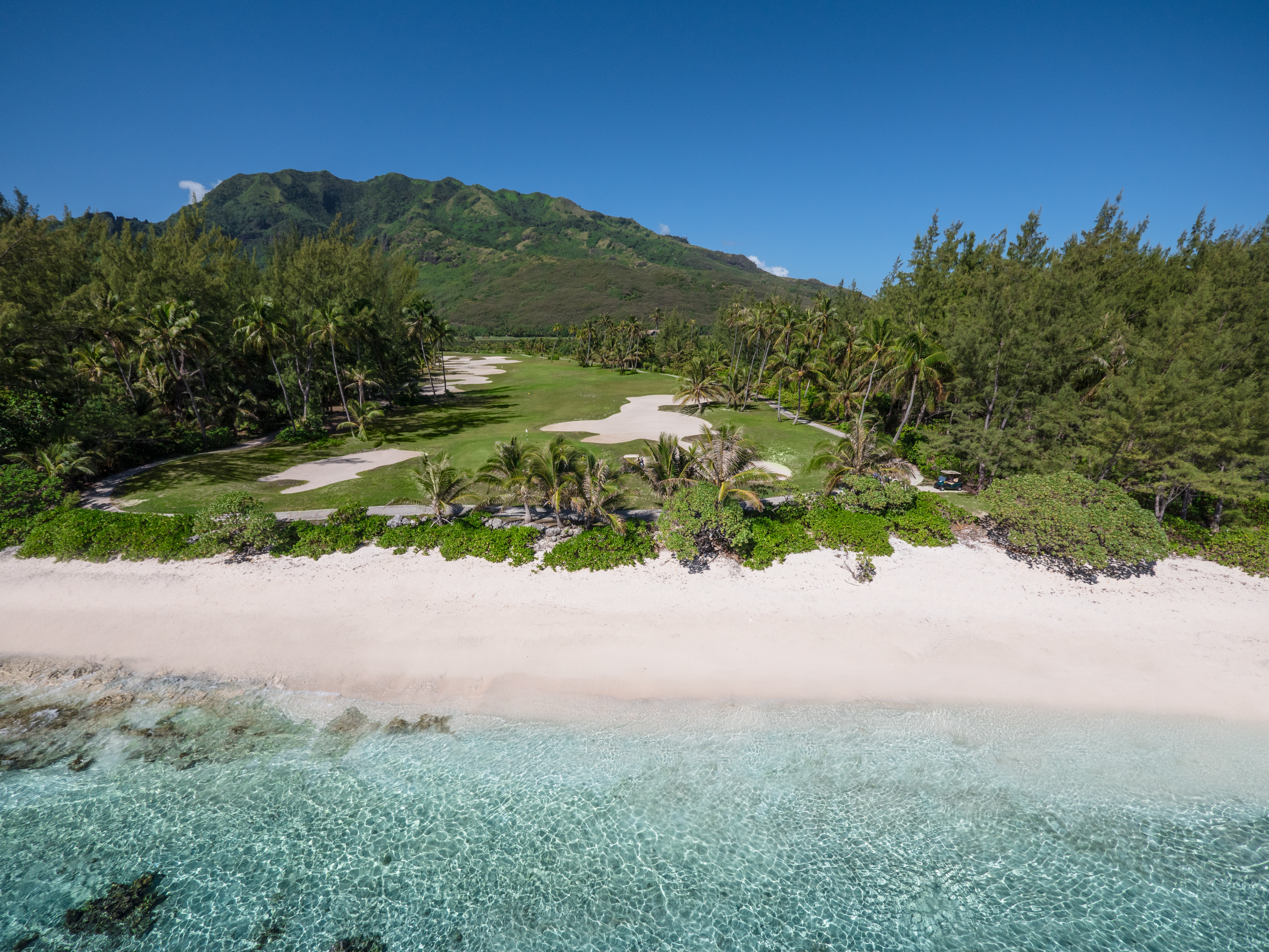 https://tahititourisme.com.br/wp-content/uploads/2017/08/ACTIVITES-TERRESTRES-Moorea-Green-Pearl-Golf-2.jpg