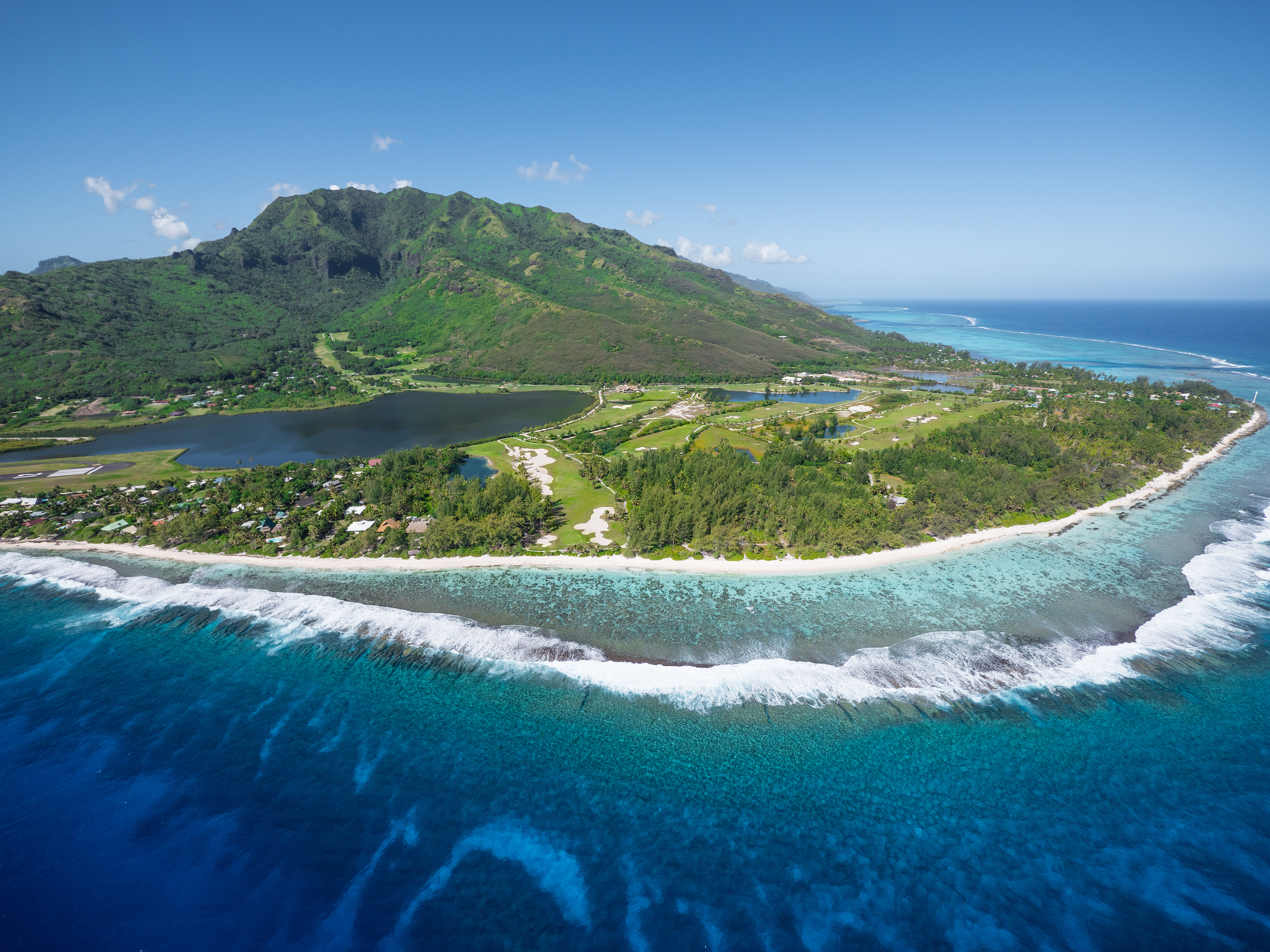 https://tahititourisme.com.br/wp-content/uploads/2017/08/ACTIVITES-TERRESTRES-Moorea-Green-Pearl-Golf-3.jpg