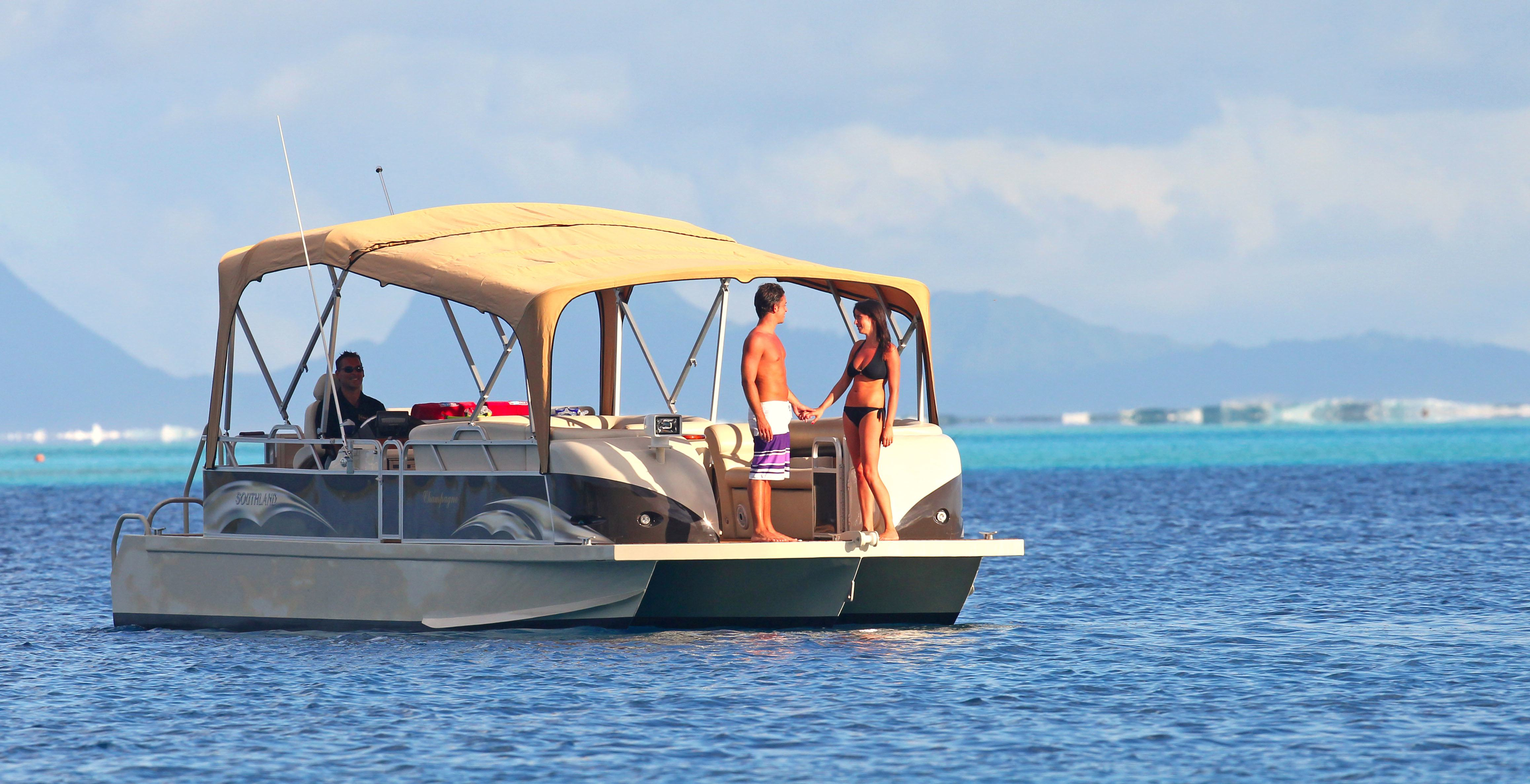 https://tahititourisme.com.br/wp-content/uploads/2017/08/Champagne-Boat-2.jpg