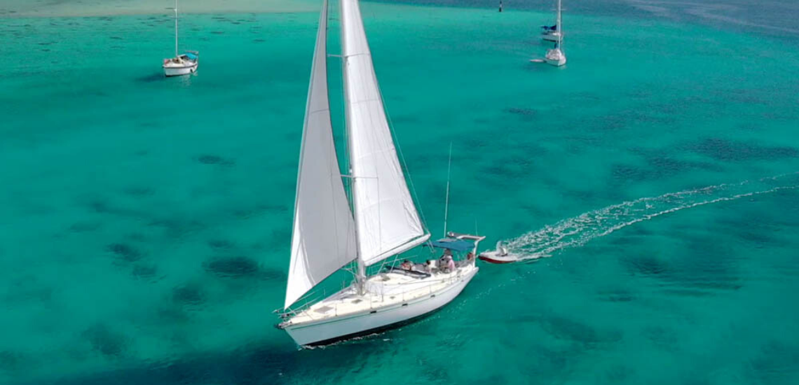 https://tahititourisme.com.br/wp-content/uploads/2017/08/SailingHuahineVoile_11401x550.png