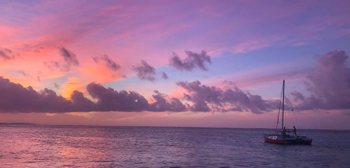 https://tahititourisme.com.br/wp-content/uploads/2017/08/voilamoorea_sunset_1140x550.png