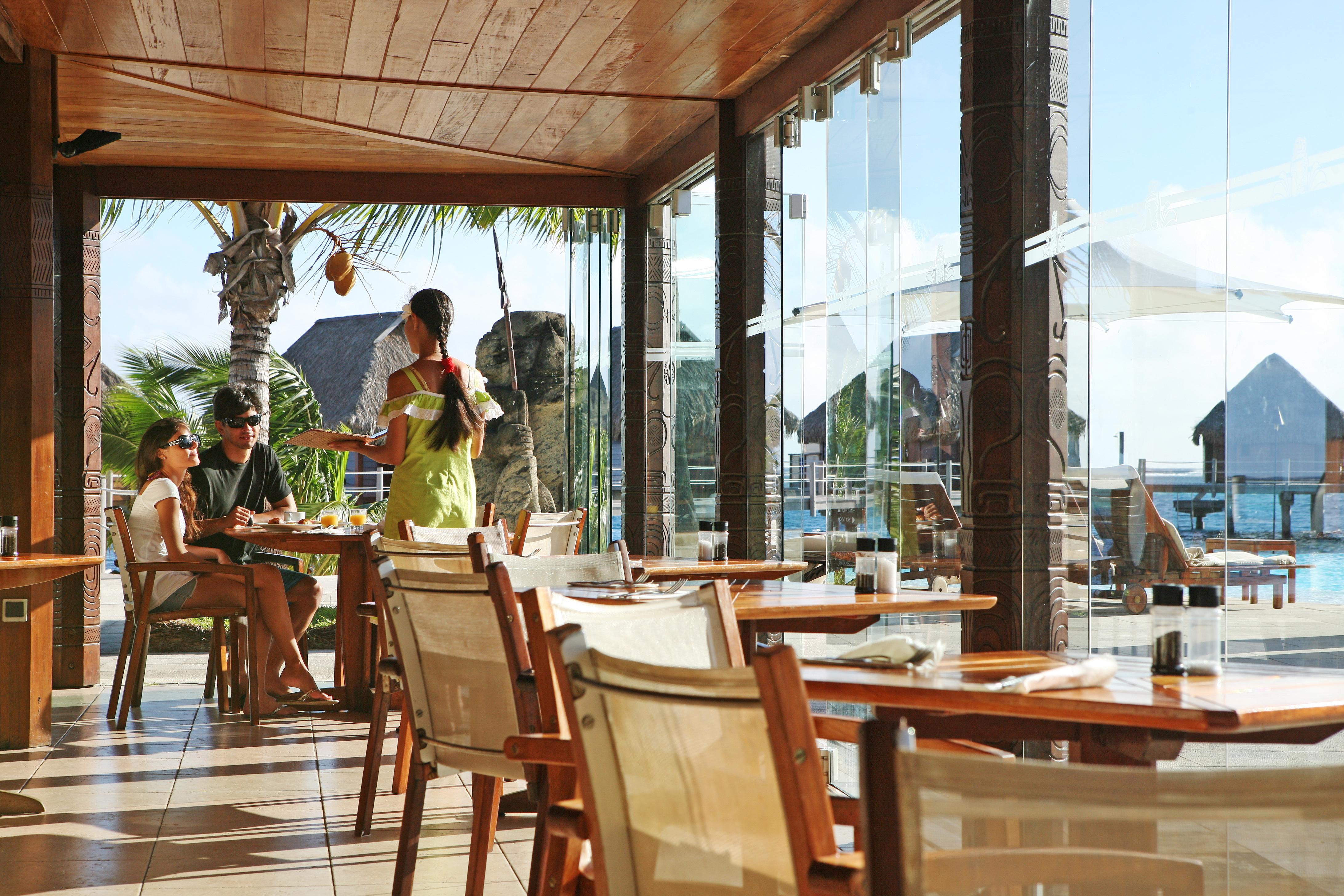 https://tahititourisme.com.br/wp-content/uploads/2018/03/RESTAURATION-Restaurant-Mahanai-3-Greg_LeBacon.jpg