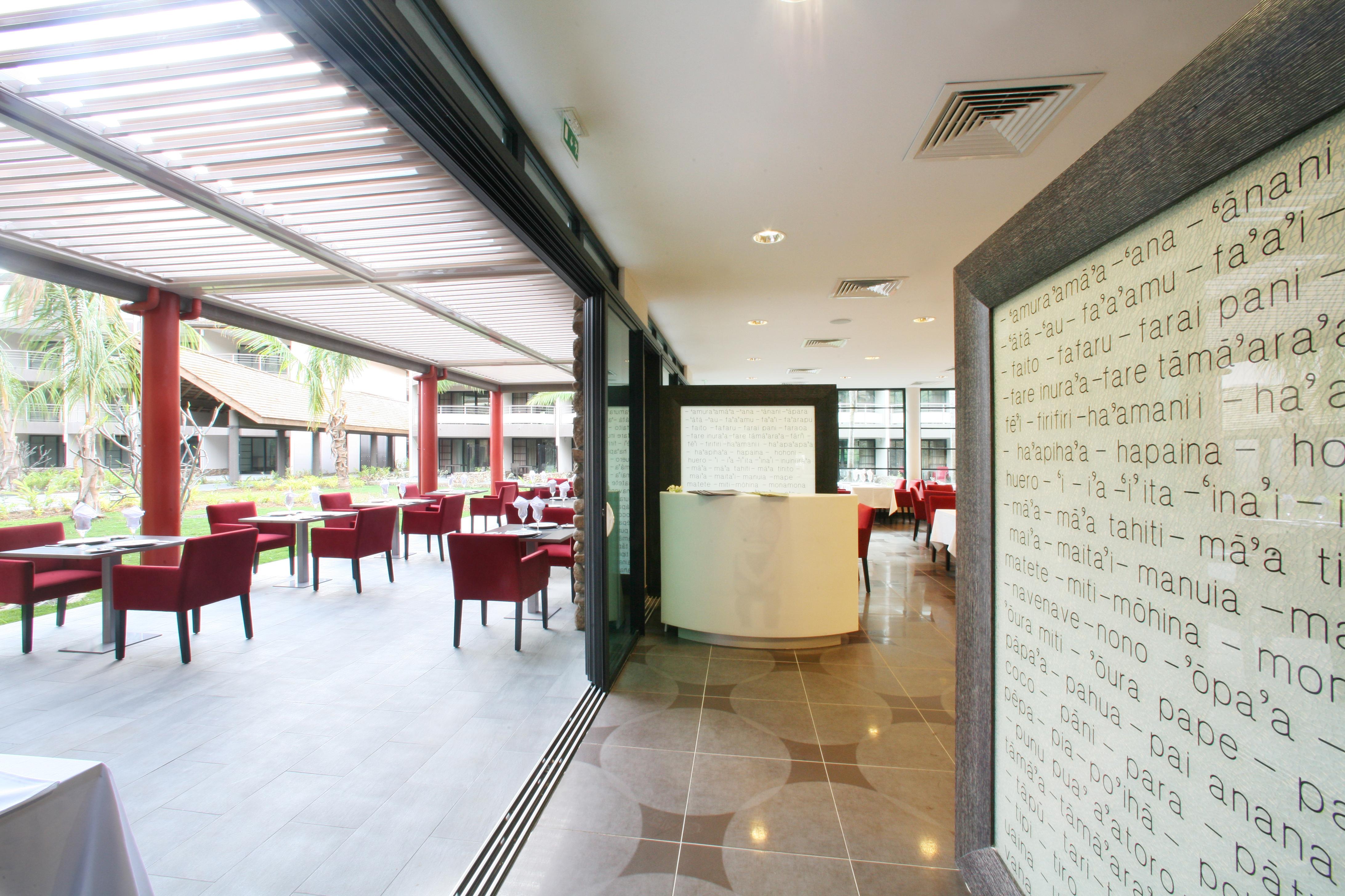 https://tahititourisme.com.br/wp-content/uploads/2018/03/RESTAURATION-Vaitohi-Restaurant-3.jpg