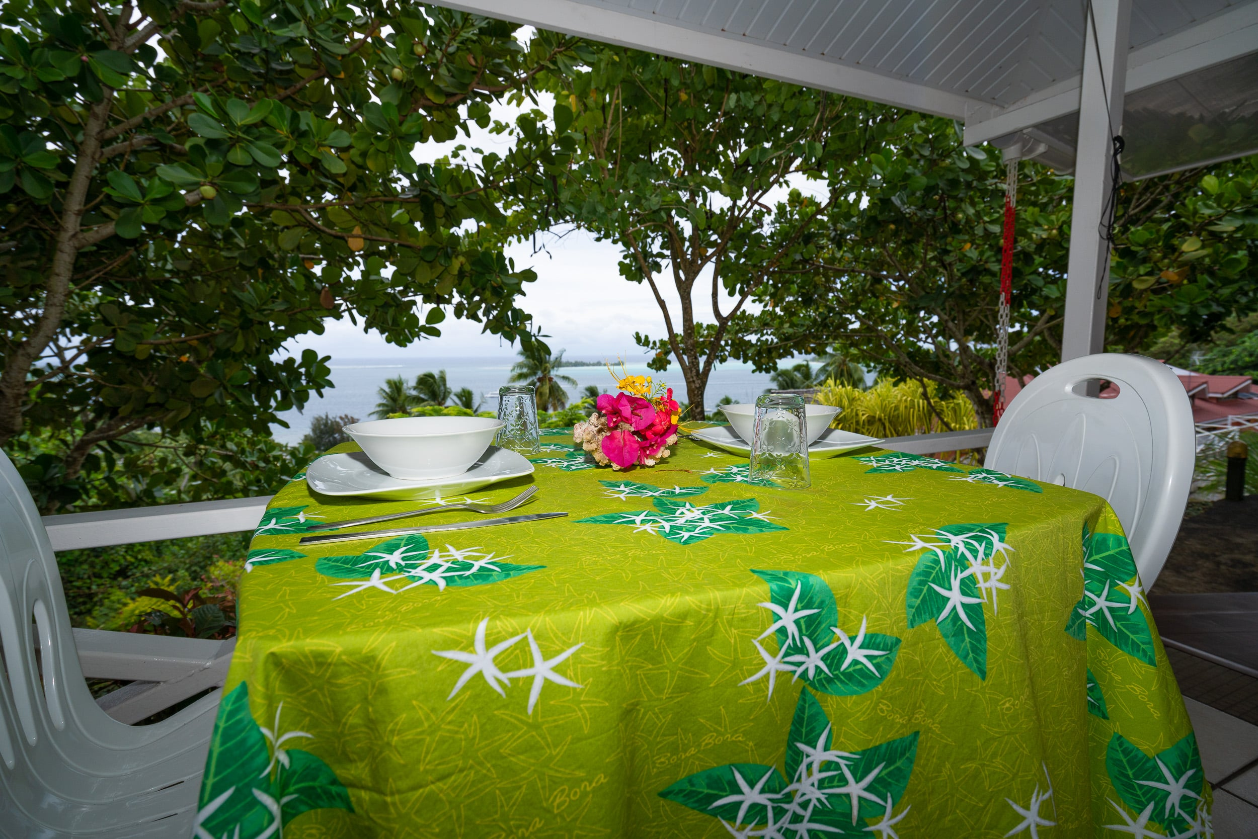 https://tahititourisme.com.br/wp-content/uploads/2019/03/Bora-Holidays-lodge-bungalow-14-min.jpg