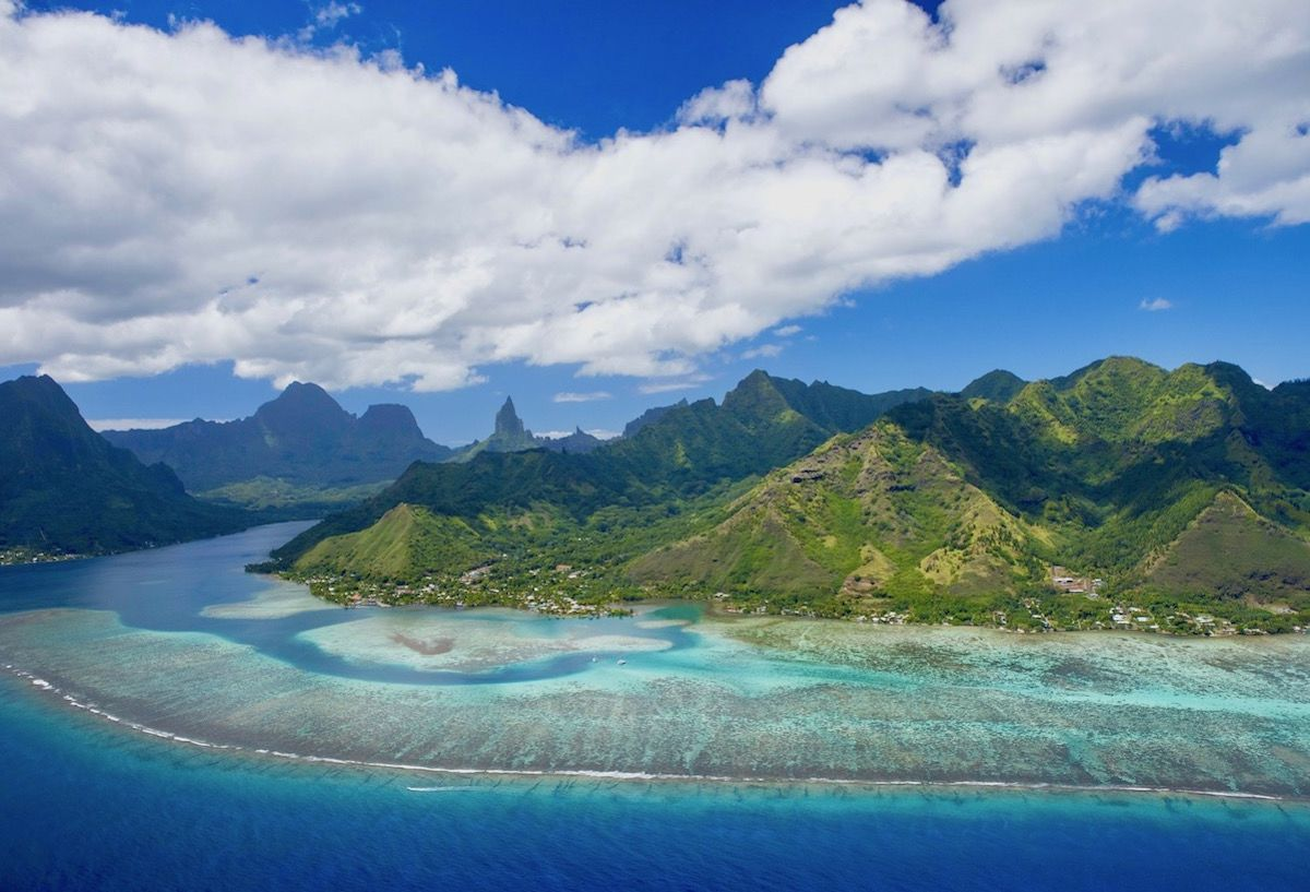 https://tahititourisme.com.br/wp-content/uploads/2019/09/Stunning-island-view-of-Moorea-Tahiti-1200x817.jpeg