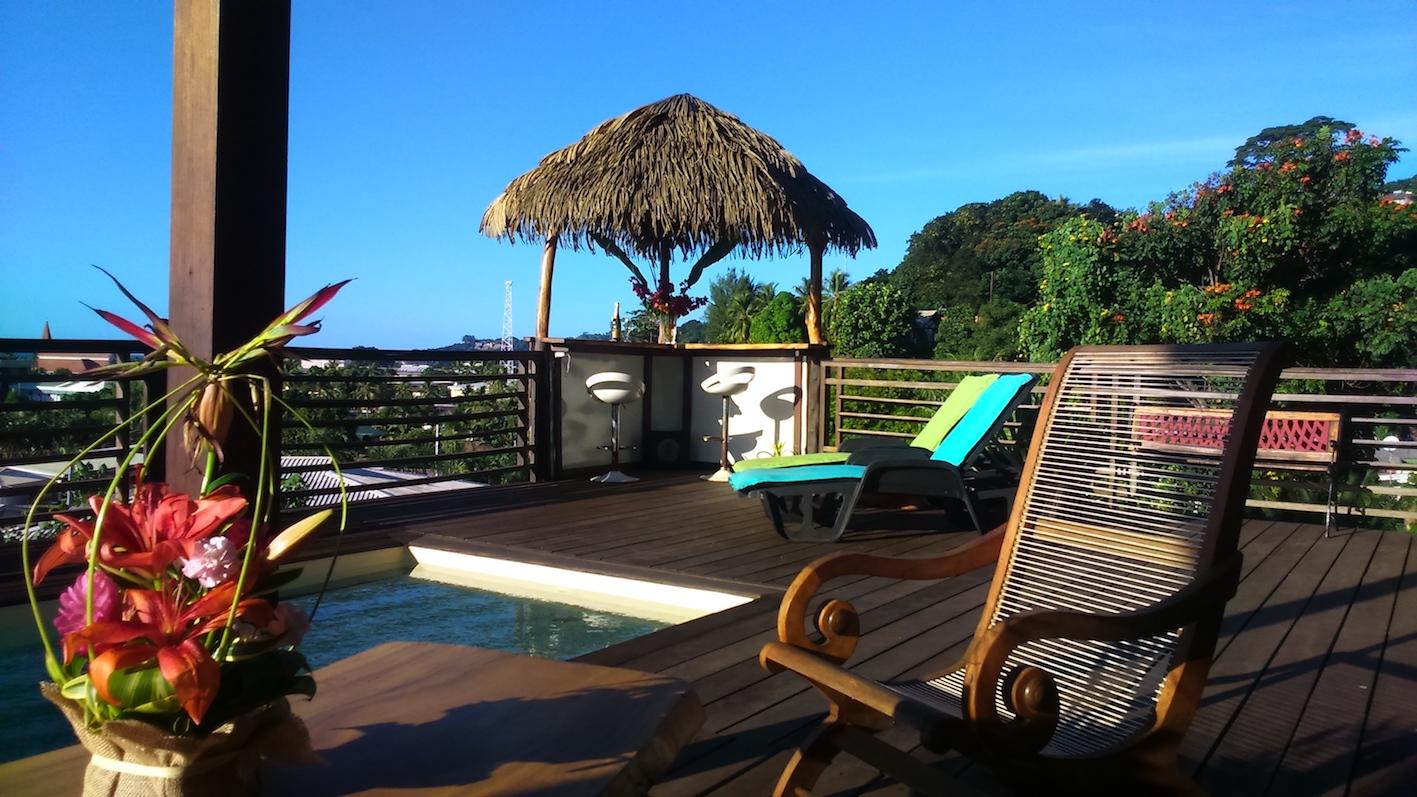 https://tahititourisme.com.br/wp-content/uploads/2020/03/deck-pool-fare-small.jpg