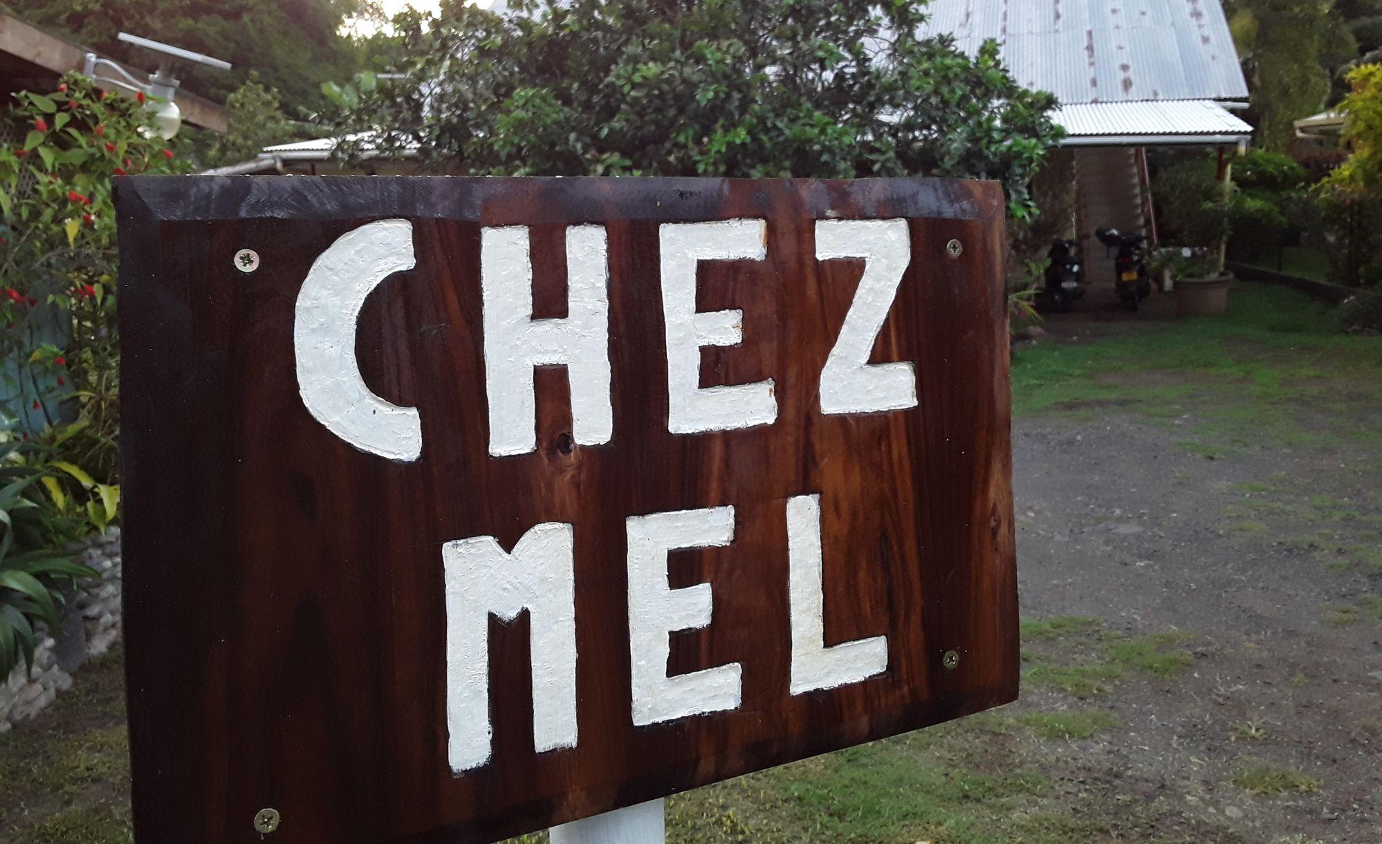 https://tahititourisme.com.br/wp-content/uploads/2020/07/Panneau-Chez-Mel.jpg