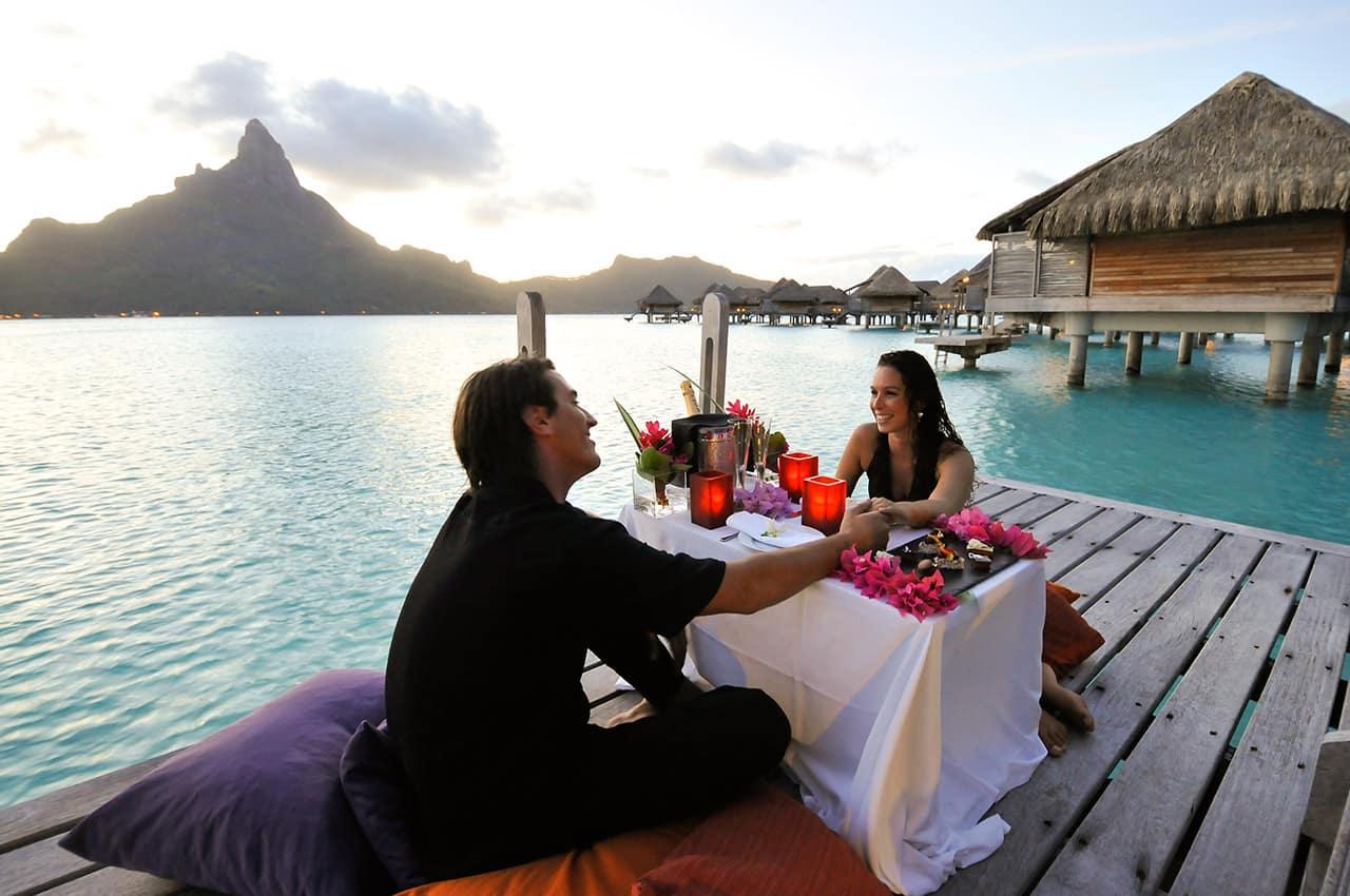https://tahititourisme.com.br/wp-content/uploads/2020/07/jantar-romantico-intercontinental-bora-bora.jpg